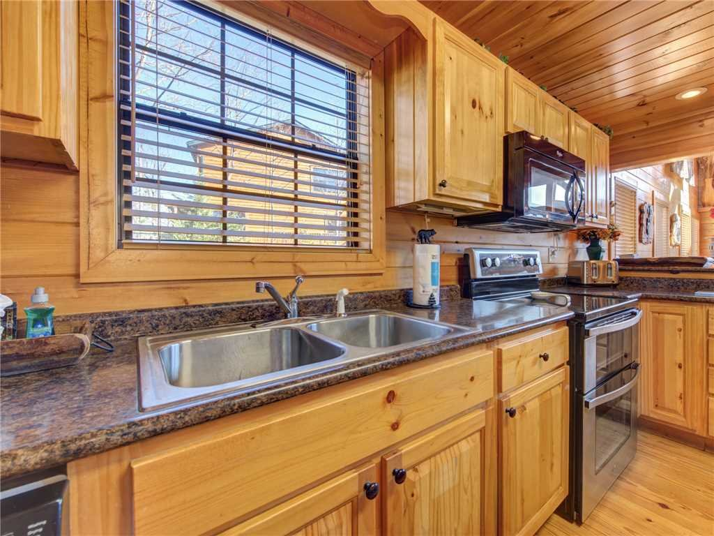 Photo of a Gatlinburg Cabin named Bear's Eye View - This is the seventh photo in the set.