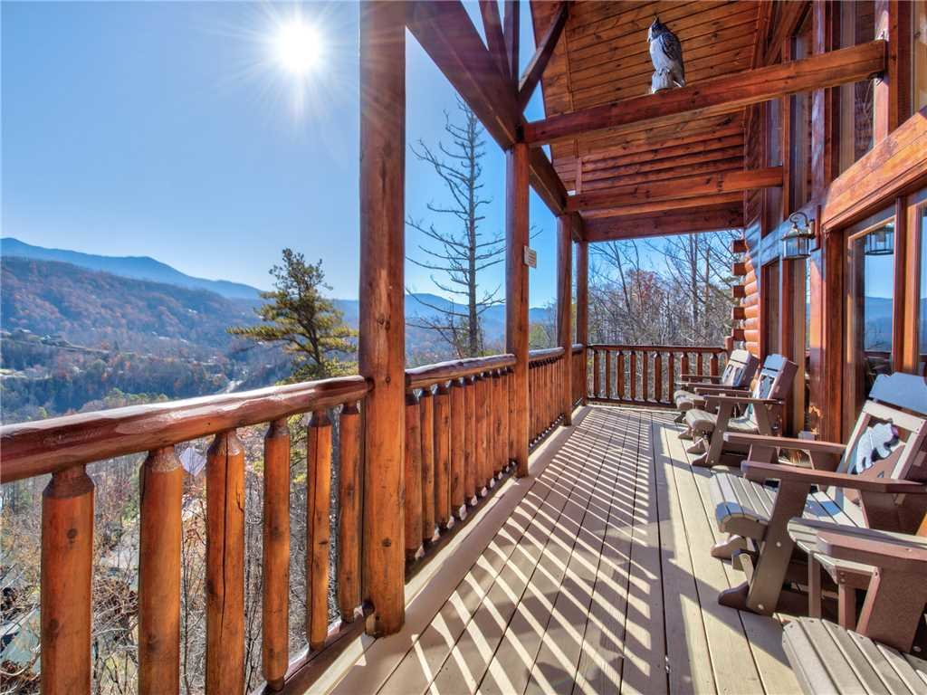 Photo of a Gatlinburg Cabin named Bear's Eye View - This is the first photo in the set.