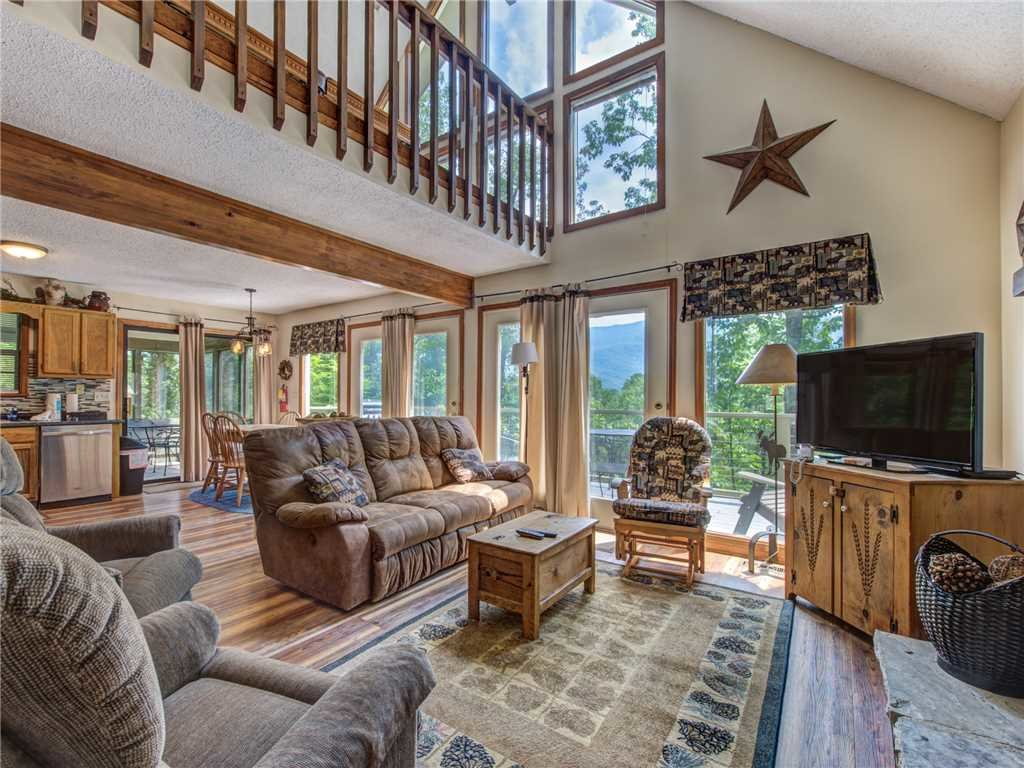 Photo of a Gatlinburg Cabin named Mountain Charm - This is the first photo in the set.