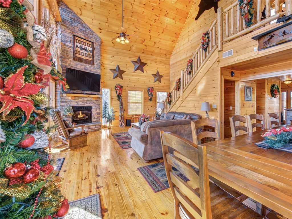 Photo of a Gatlinburg Cabin named Bear's Eye View - This is the fourth photo in the set.