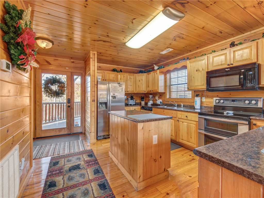 Photo of a Gatlinburg Cabin named Bear's Eye View - This is the sixth photo in the set.