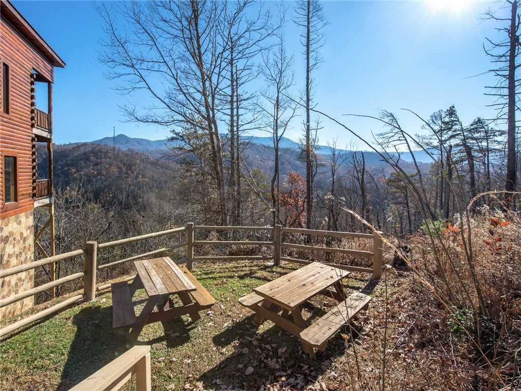 Photo of a Gatlinburg Cabin named Bear's Eye View - This is the thirty-third photo in the set.