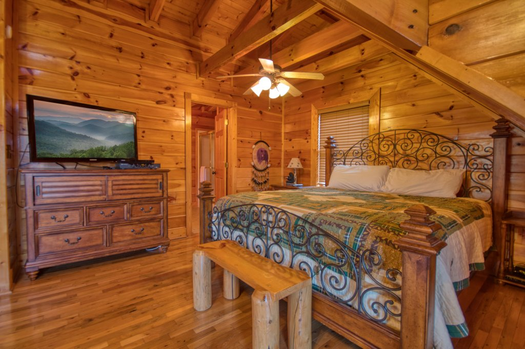 Photo of a Sevierville Cabin named Farmers Retreat #221 - This is the third photo in the set.
