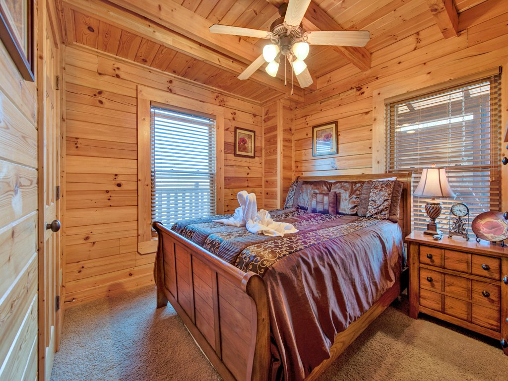Photo of a Pigeon Forge Cabin named Misty Mountain Hideaway - This is the twelfth photo in the set.