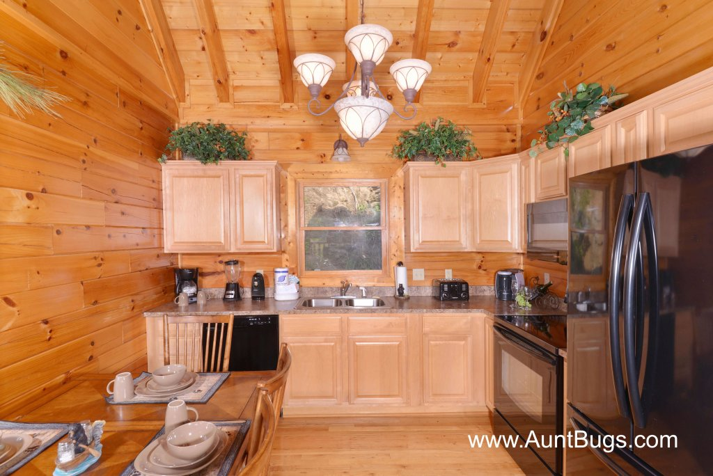 Photo of a Sevierville Cabin named Farmers Retreat #221 - This is the twenty-third photo in the set.