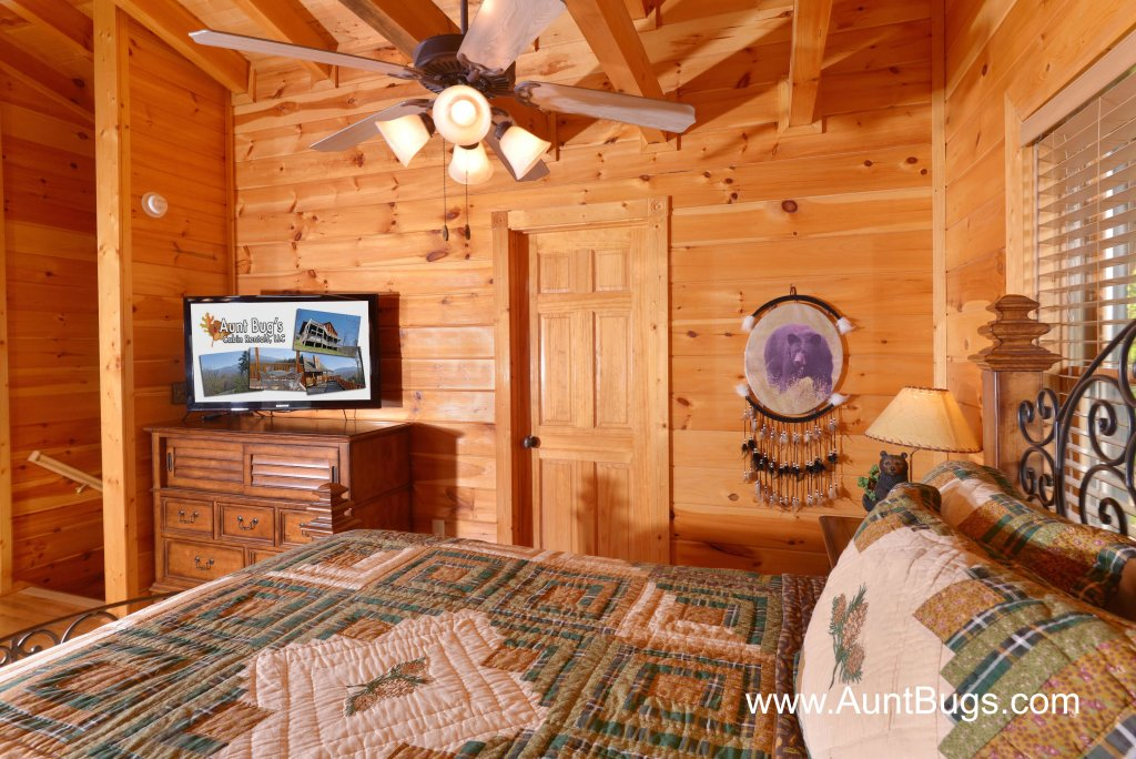 Photo of a Sevierville Cabin named Farmers Retreat #221 - This is the twenty-eighth photo in the set.