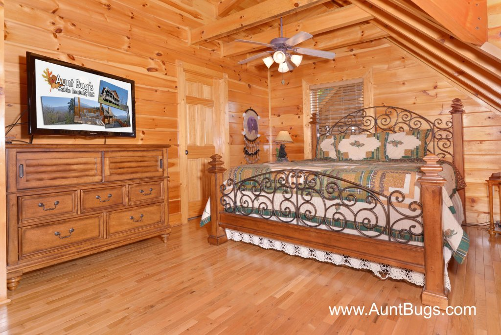 Photo of a Sevierville Cabin named Farmers Retreat #221 - This is the fortieth photo in the set.