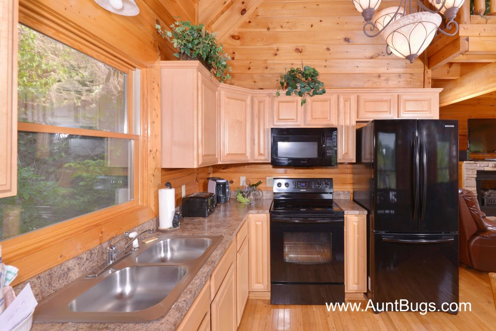 Photo of a Sevierville Cabin named Farmers Retreat #221 - This is the nineteenth photo in the set.