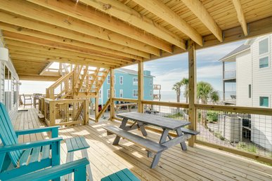 Charming Gulf Front Condo with WiFi,  Great Porch and Sunset Views