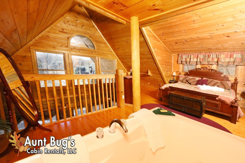 Photo of a Pigeon Forge Cabin named A Moonlight Ridge #162 - This is the forty-first photo in the set.