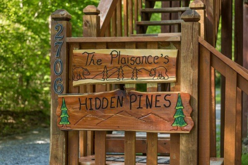 Photo of a Sevierville Cabin named Hidden Pines - This is the second photo in the set.