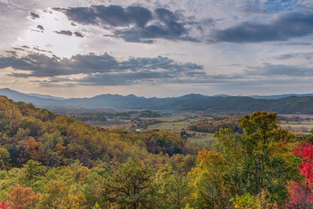 Photo of a Sevierville Cabin named Hummingbird's Views - This is the first photo in the set.