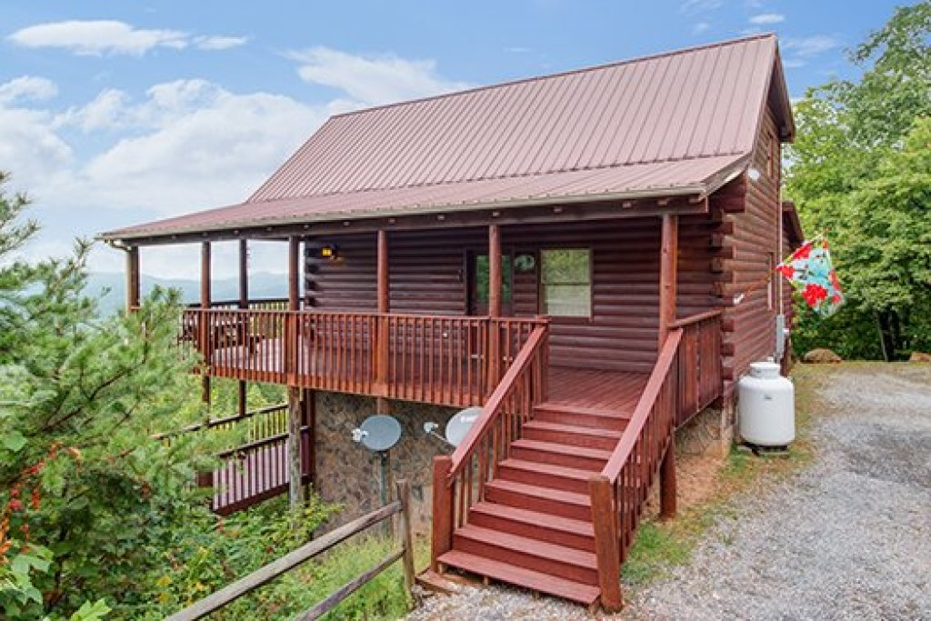 Photo of a Sevierville Cabin named Hummingbird's Views - This is the second photo in the set.