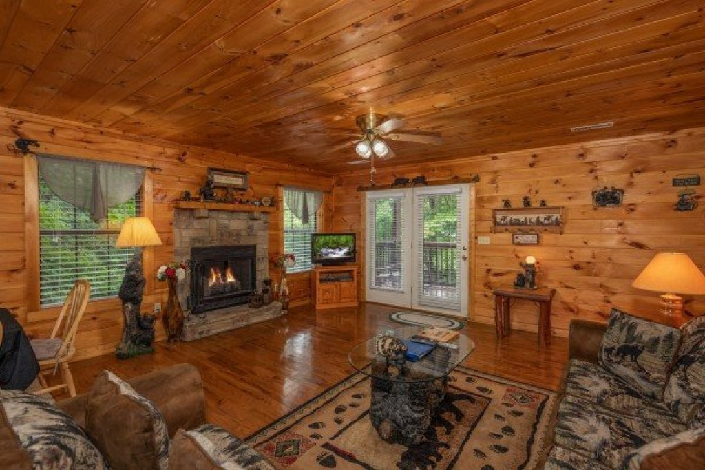 Photo of a Sevierville Cabin named Hidden Pines - This is the third photo in the set.