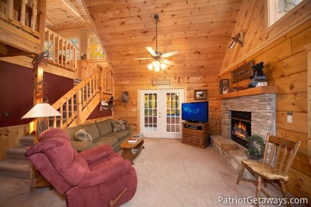 Photo of a Pigeon Forge Cabin named Hooked On Bears - This is the fourth photo in the set.