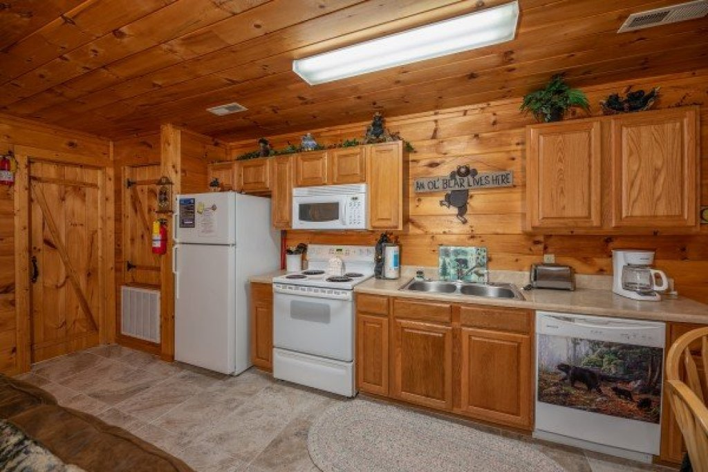 Photo of a Sevierville Cabin named Hidden Pines - This is the twelfth photo in the set.