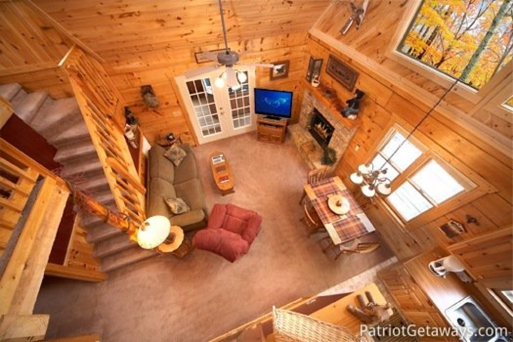Photo of a Pigeon Forge Cabin named Hooked On Bears - This is the third photo in the set.