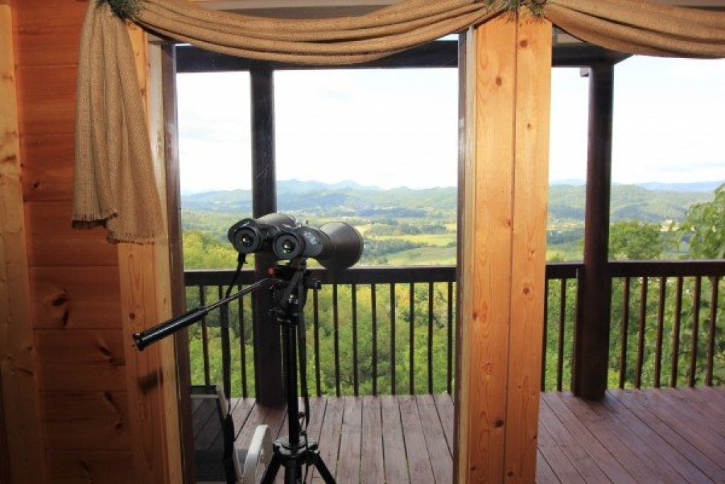Photo of a Sevierville Cabin named Hummingbird's Views - This is the third photo in the set.