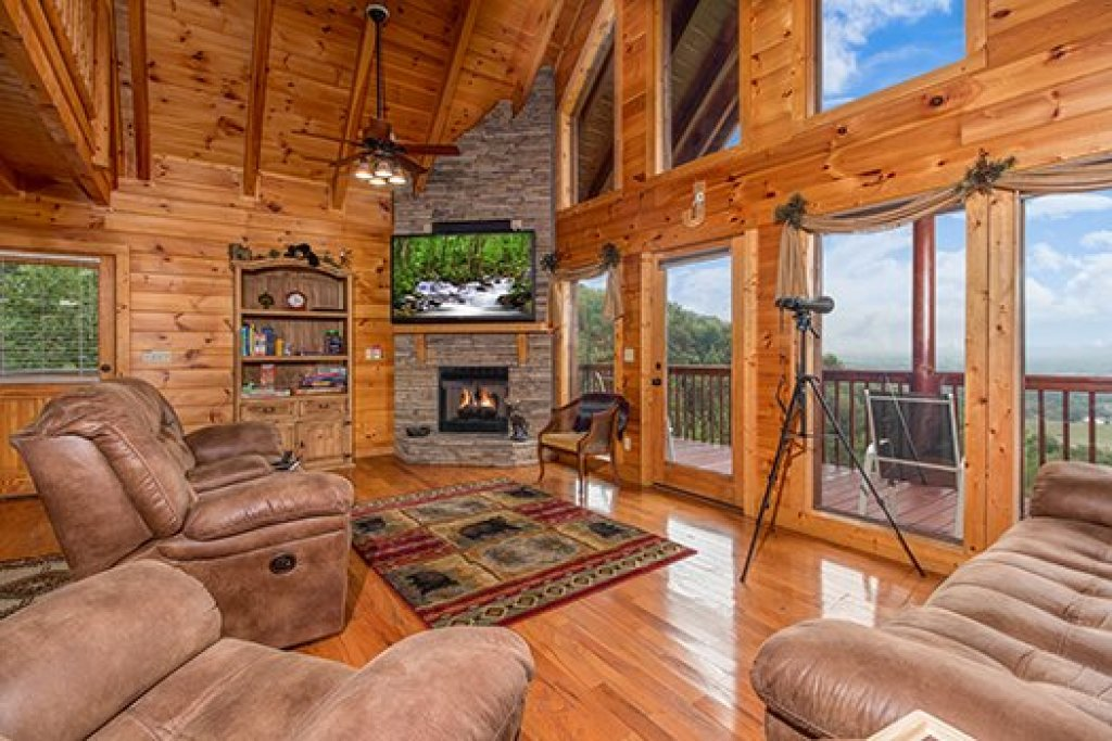 Photo of a Sevierville Cabin named Hummingbird's Views - This is the fourth photo in the set.