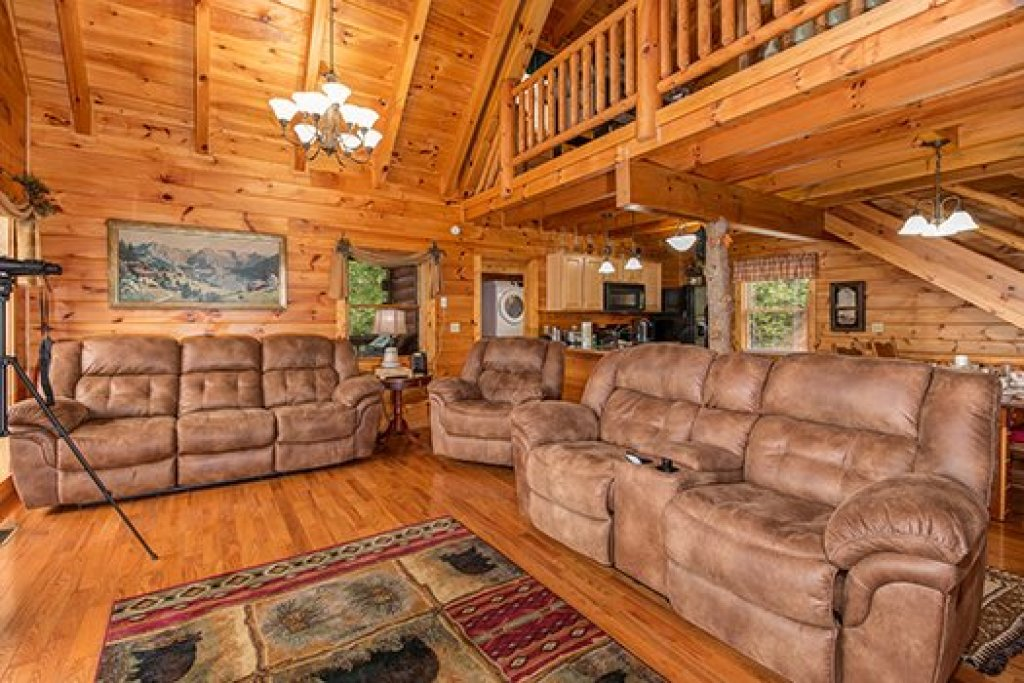 Photo of a Sevierville Cabin named Hummingbird's Views - This is the fifth photo in the set.