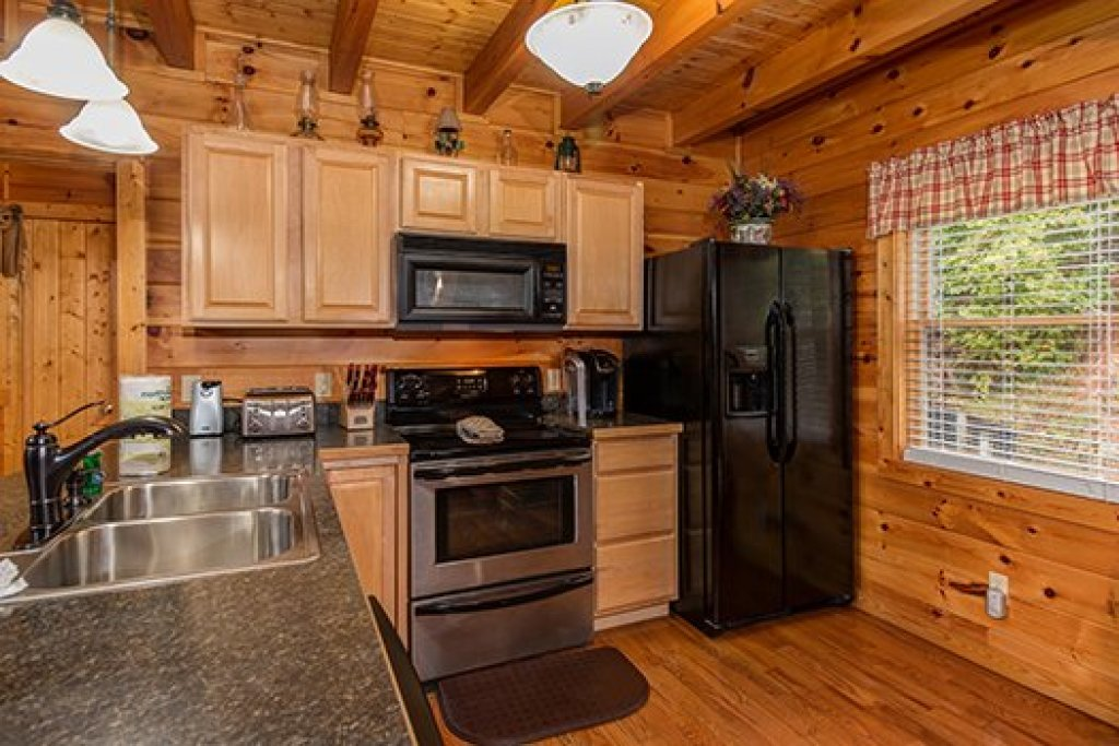 Photo of a Sevierville Cabin named Hummingbird's Views - This is the eighth photo in the set.