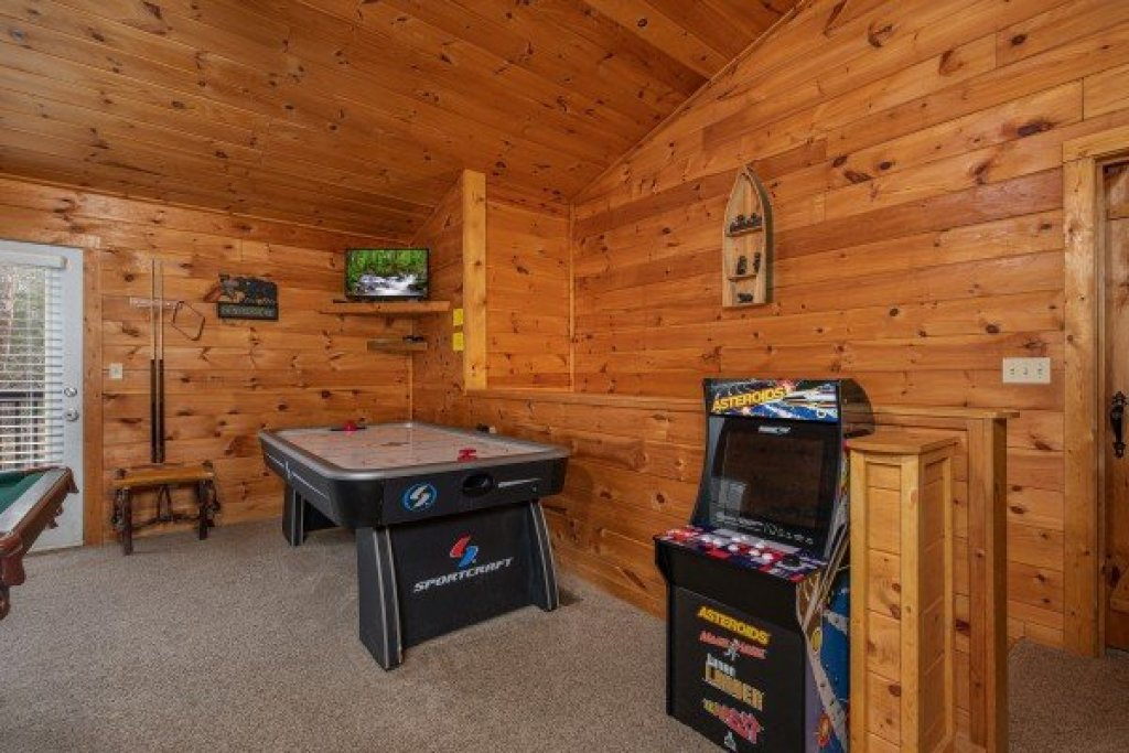 Photo of a Sevierville Cabin named Hidden Pines - This is the eighteenth photo in the set.