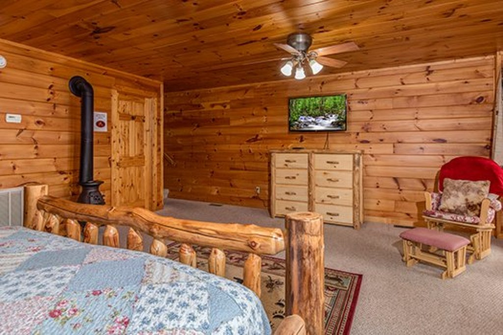 Photo of a Sevierville Cabin named Hummingbird's Views - This is the tenth photo in the set.