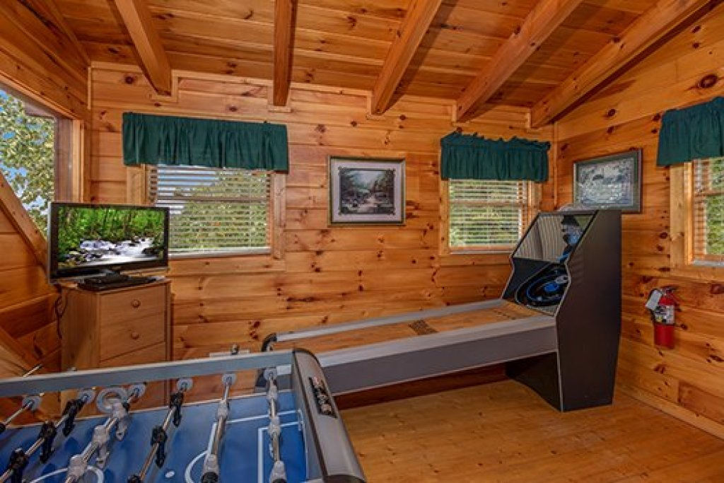 Photo of a Sevierville Cabin named Hummingbird's Views - This is the fourteenth photo in the set.