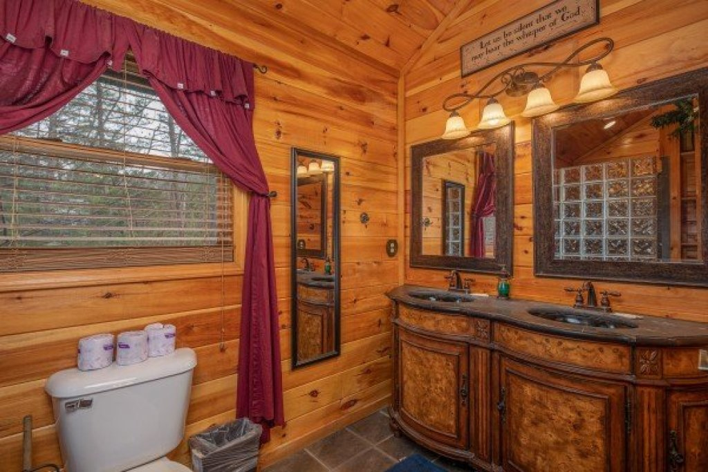 Photo of a Sevierville Cabin named True Grit - This is the tenth photo in the set.
