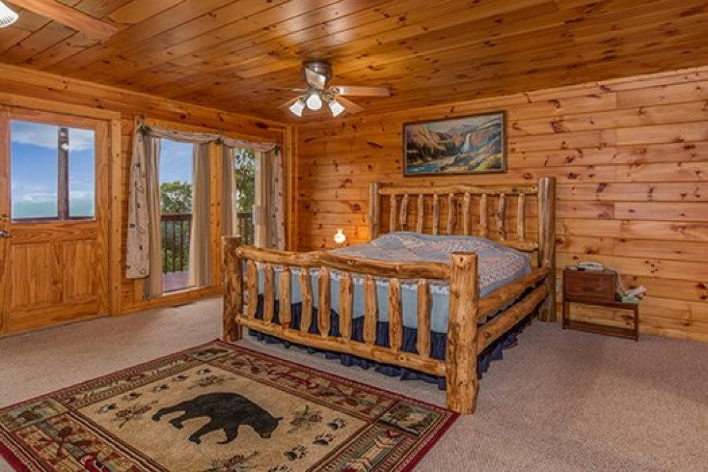 Photo of a Sevierville Cabin named Hummingbird's Views - This is the ninth photo in the set.