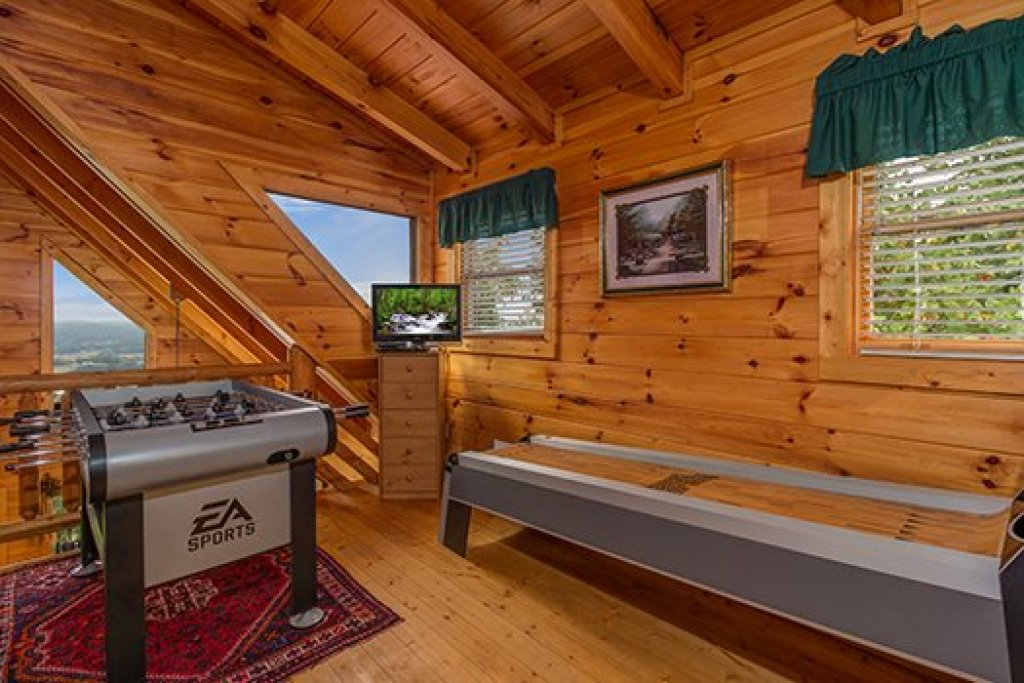 Photo of a Sevierville Cabin named Hummingbird's Views - This is the thirteenth photo in the set.