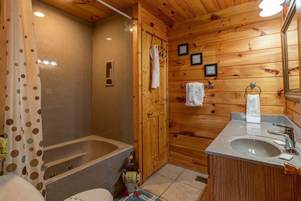 Photo of a Sevierville Cabin named Hummingbird's Views - This is the fifteenth photo in the set.