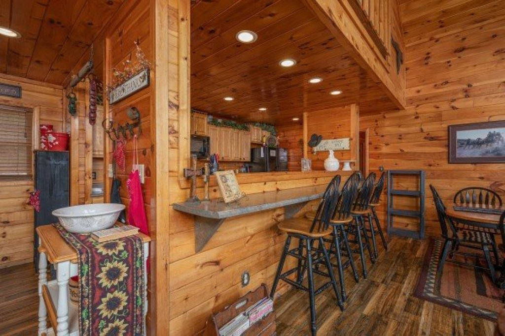 Photo of a Sevierville Cabin named True Grit - This is the fifth photo in the set.