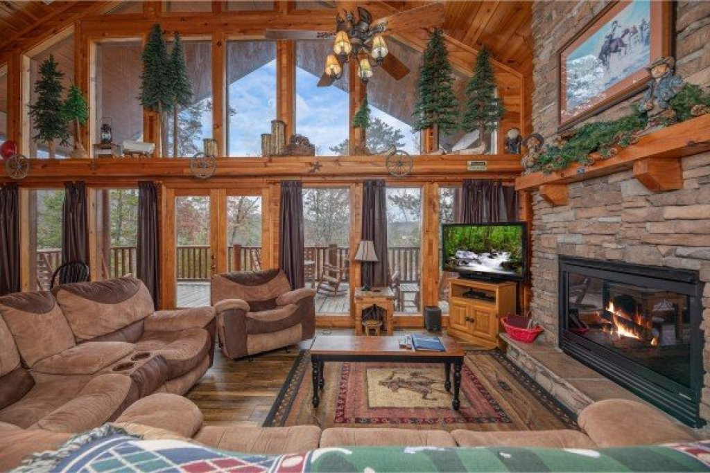 Photo of a Sevierville Cabin named True Grit - This is the third photo in the set.