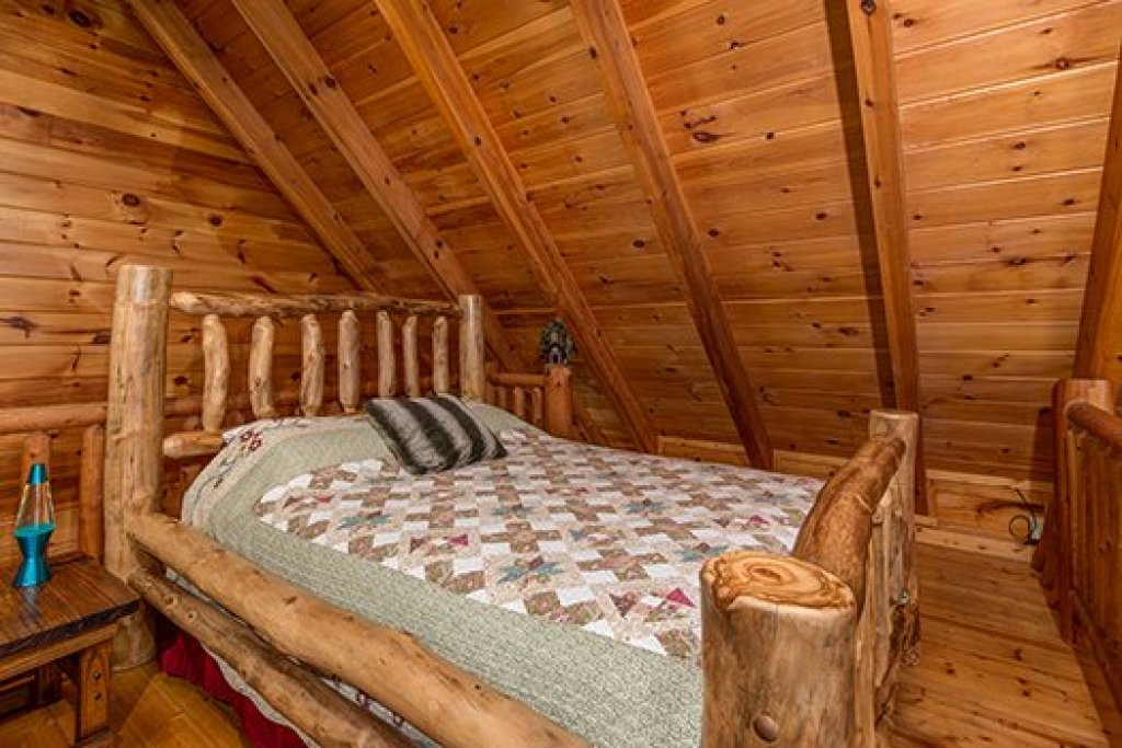 Photo of a Sevierville Cabin named Hummingbird's Views - This is the twelfth photo in the set.