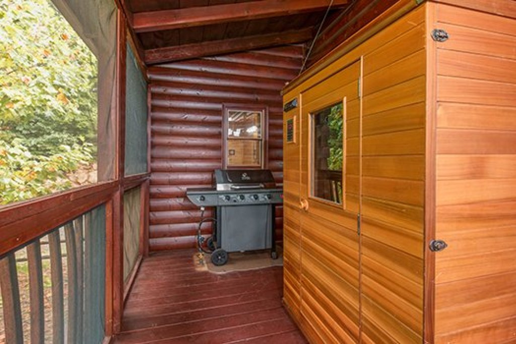 Photo of a Sevierville Cabin named Hummingbird's Views - This is the sixteenth photo in the set.