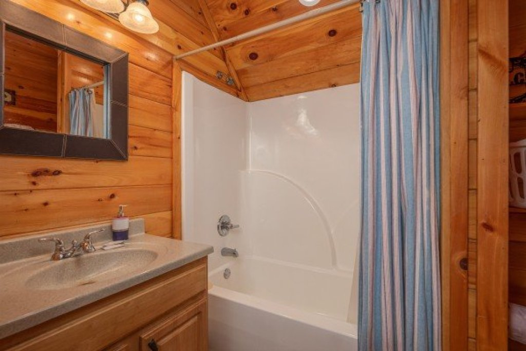 Photo of a Sevierville Cabin named True Grit - This is the twentieth photo in the set.