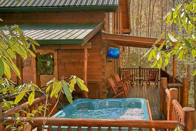 Peaceful cabin with hot tub, pool table, WIFI, and fireplace