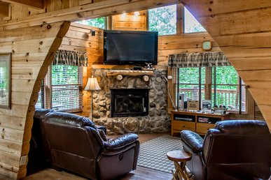Aluring cabin with hot tub, wrap-around deck, fireplace, and pool access