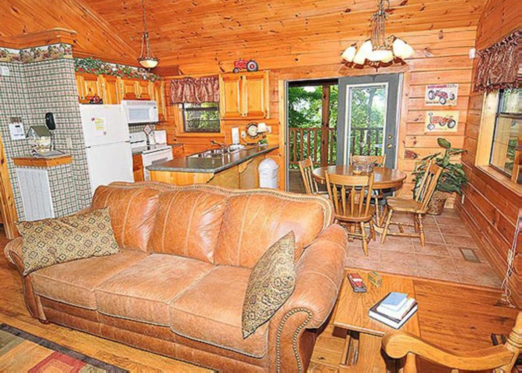 Photo of a Sevierville Cabin named She Thinks My Tractor's Sexy - This is the seventh photo in the set.