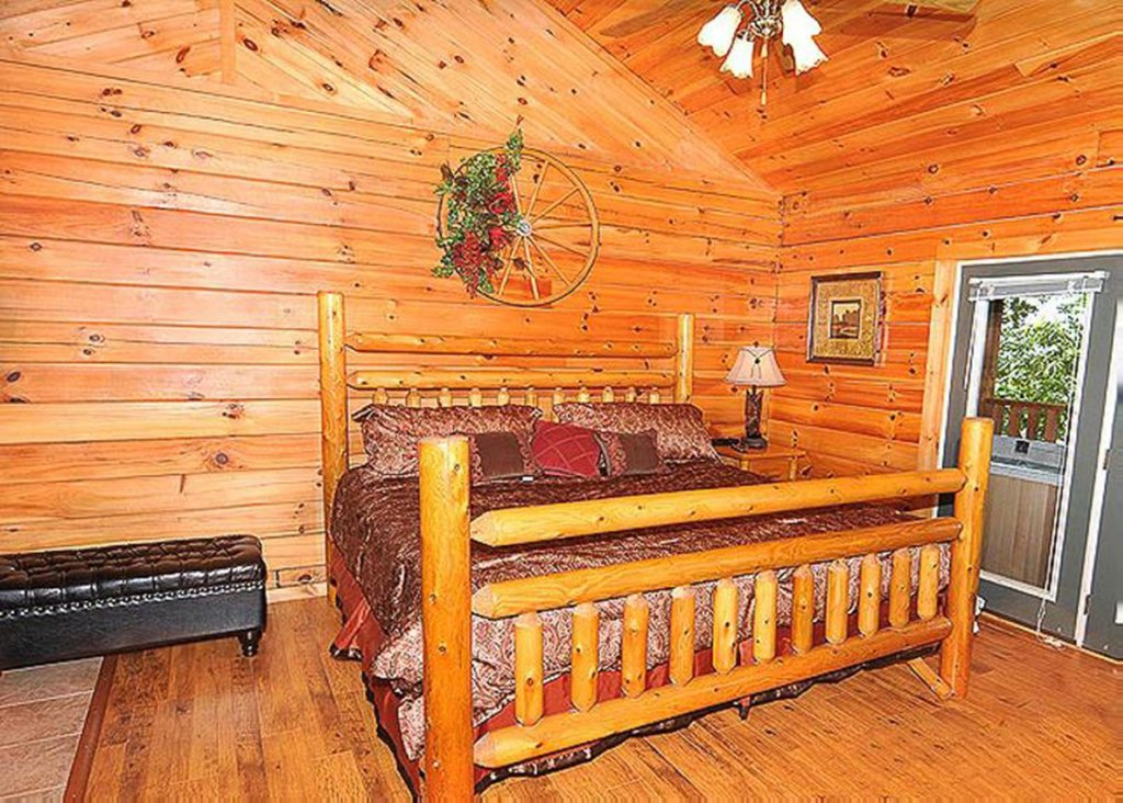 Photo of a Sevierville Cabin named She Thinks My Tractor's Sexy - This is the tenth photo in the set.