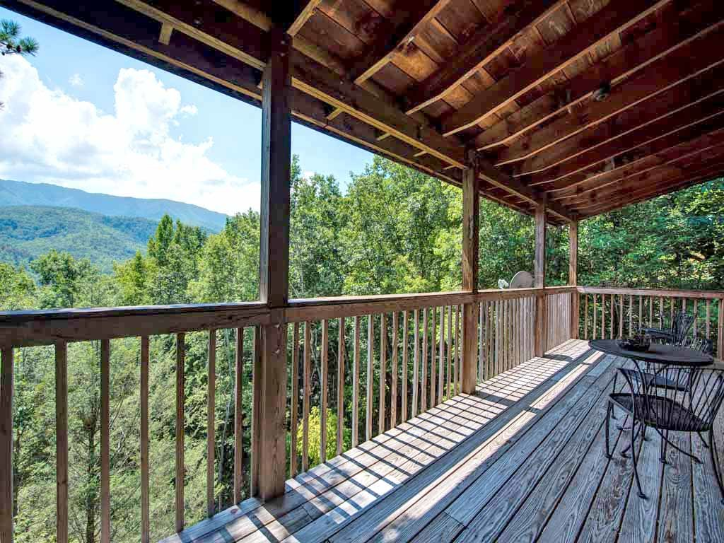 Photo of a Gatlinburg Cabin named Majestic View - This is the fourteenth photo in the set.