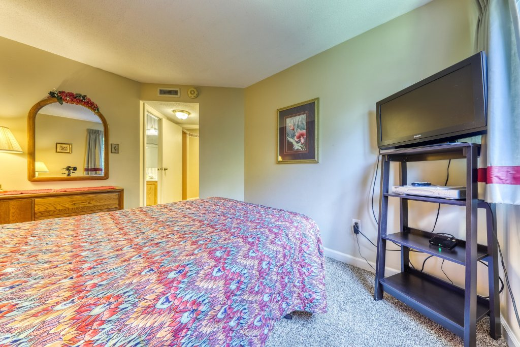 Photo of a Gatlinburg Cabin named Summit Woods Condo - This is the sixteenth photo in the set.