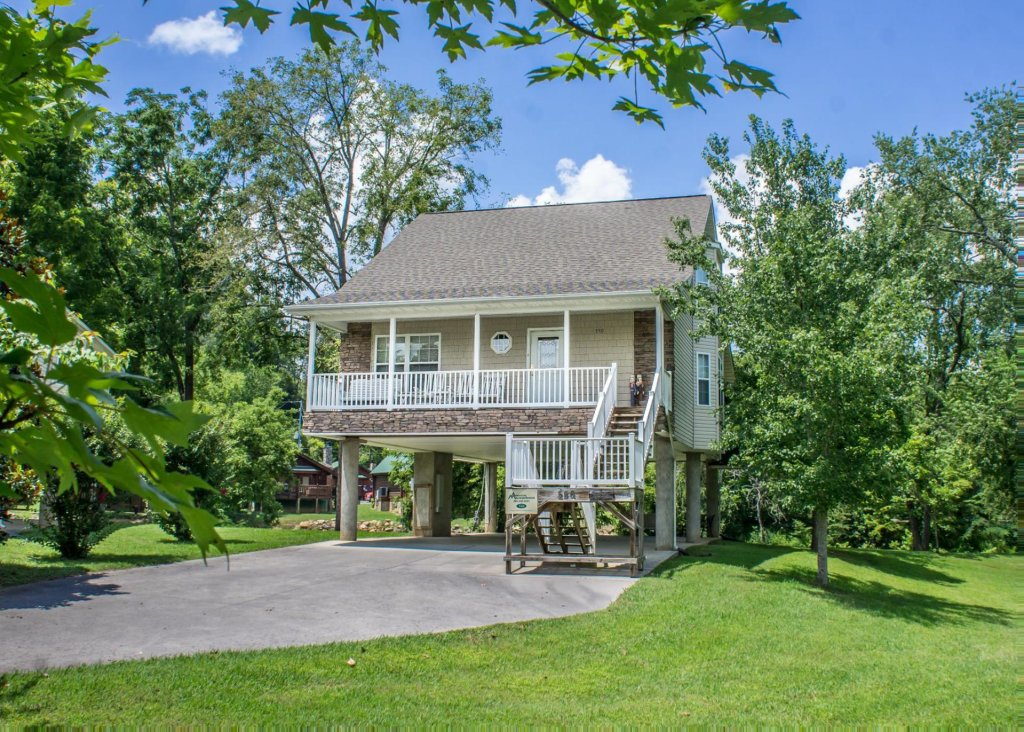 Photo of a Pigeon Forge Cabin named Pigeon River Chalet - This is the first photo in the set.