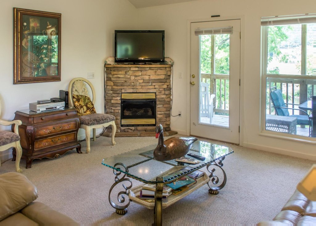 Photo of a Pigeon Forge Cabin named Pigeon River Chalet - This is the seventh photo in the set.