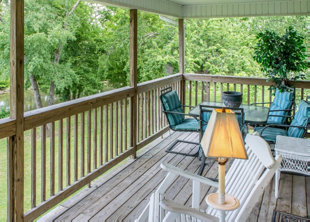 Photo of a Pigeon Forge Cabin named Pigeon River Chalet - This is the eighteenth photo in the set.