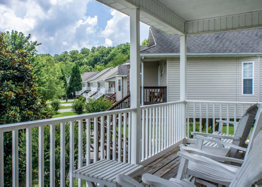 Photo of a Pigeon Forge Cabin named Pigeon River Chalet - This is the twenty-first photo in the set.