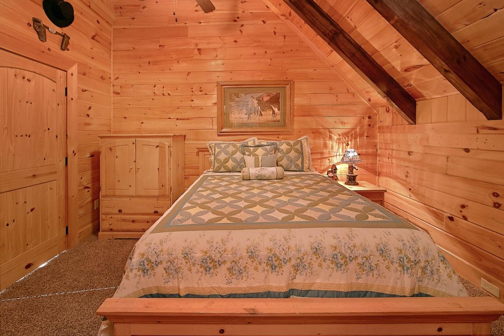 Photo of a Sevierville Cabin named Mountain Magic #73 - This is the sixteenth photo in the set.