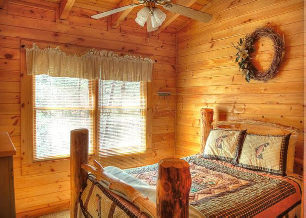Photo of a Sevierville Cabin named Hook's Haven #2 - This is the eleventh photo in the set.