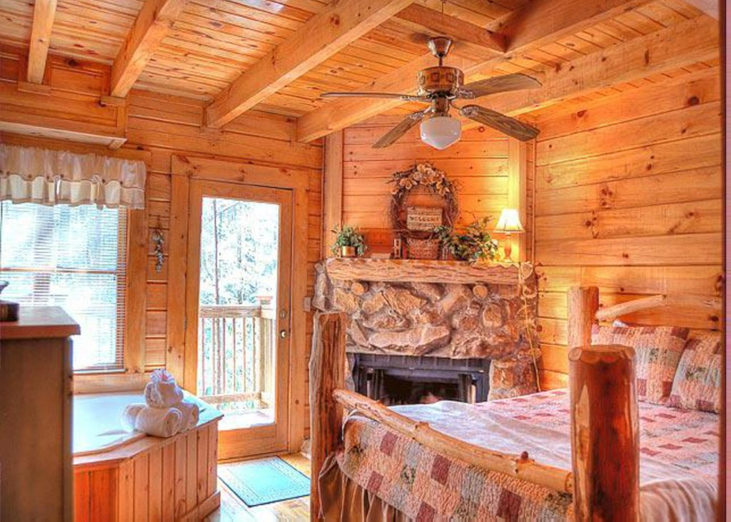 Photo of a Sevierville Cabin named Hook's Haven #2 - This is the tenth photo in the set.